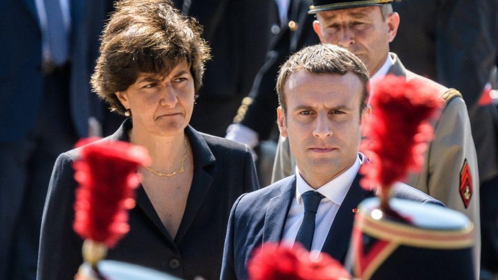 Міністр оборони Франції залишила уряд через розслідування проти її партії