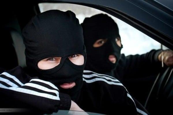 Поліцейські встановлюють зловмисників, які вчинили збройний напад уКорецькому районі