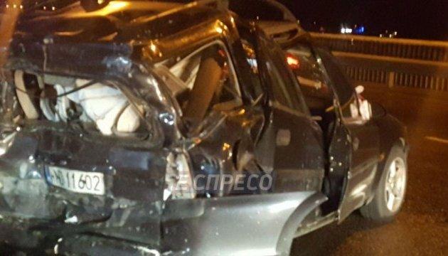 УКиєві наОболоні Opel протаранив тролейбус: двох постраждалих госпіталізували