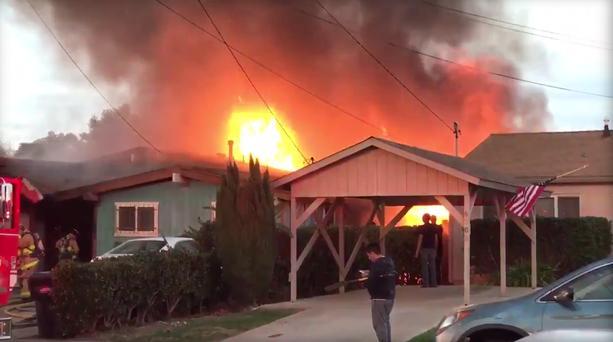 Вамериканському Сан-Дієго літак упав нажитловий будинок, є загиблі