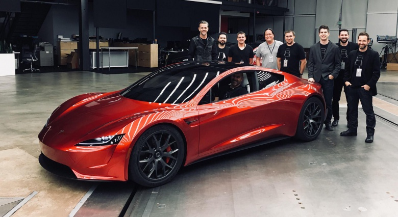 Маск показав машину, яка полетить наМарс під музику Боуї