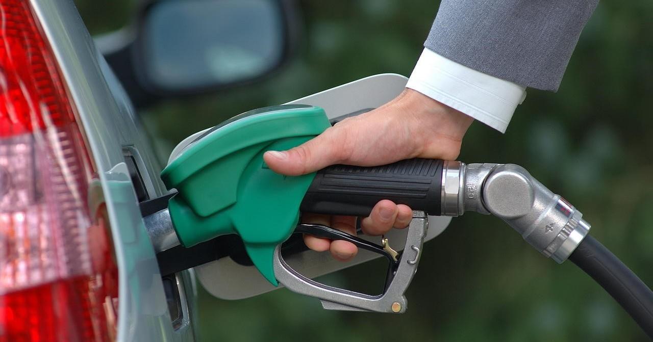 Ціна бензину вУкраїні вперше перевищила психологічну позначку у30 гривень