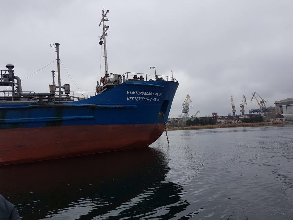 Суд арештував судно, яке заходило взакриті порти Криму