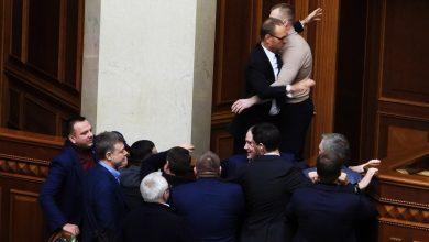 Photo of Нова сесія – старі методи: бійка за землю та порно у стінах Верховної Ради (фоторепортаж)