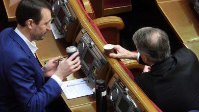 Photo of Депутати від «Батьківщини» розпивали «гарячі» напої під час виступу прем'єр-міністра (фото)