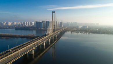 Photo of У Києві обмежують рух одразу на двох мостах