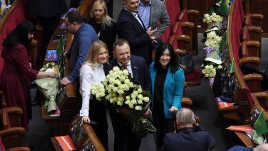 Photo of Троянди, тюльпани та гендерна рівність: передсвяткове засідання Верховної Ради (фото)