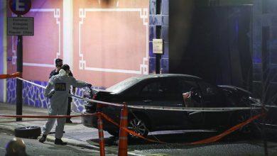 Photo of В Аргентині чоловік на автомобілі навмисно врізався у ворота посольства Китаю через коронавірус