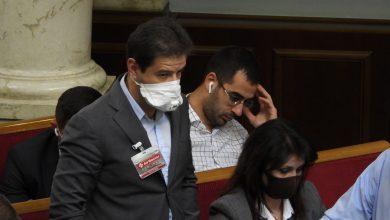 Photo of Депутати стали носити бейджики від коронавірусу (фото)