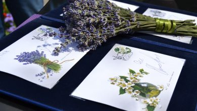 """Photo of """"Укрпошта"""" випустила марки з ароматом жасмину і лаванди (ФОТО)"""