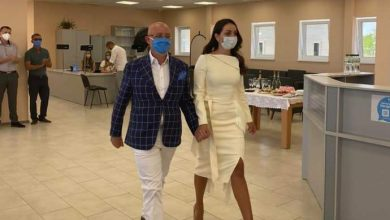 Photo of Український міністр одружився із телезіркою на адмінкордоні з Кримом (ФОТО)