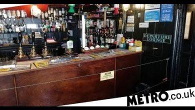 Photo of В Англії поставили електричну огорожу біля бару, щоб змусити відвідувачів дотримуватись карантину