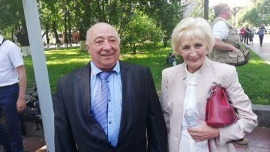 """Photo of """"Яка ж дріб'язковість"""" – у мережі скандал через стипендію батьку Зеленського"""