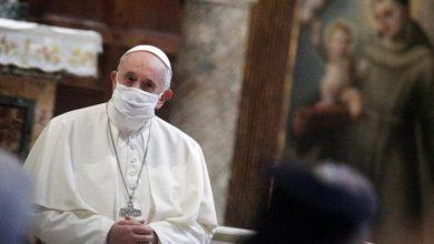 Photo of Папа Римський Франциск після гострої критики вперше одягнув захисну маску на публіці