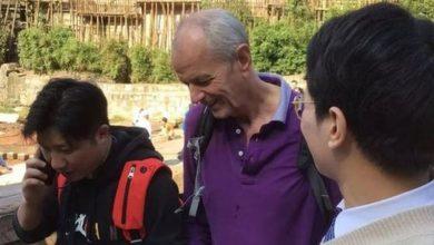 Photo of У Китаї генеральний консул Великобританїі стрибнув у воду, щоб врятувати дівчину, яка тонула (ВІДЕО)