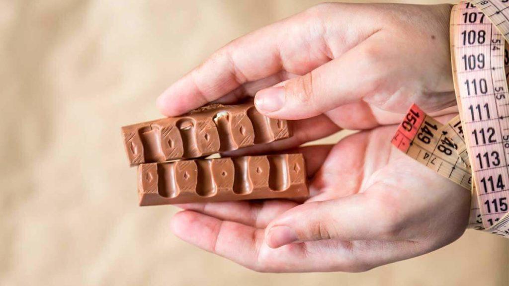 Вчені повідомили про користь молочного шоколаду на сніданок